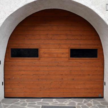 Portone garage motorizzato in legno