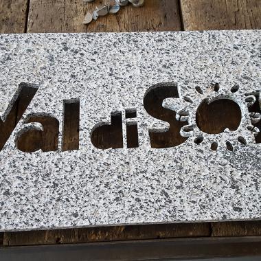 targhetta Val di Sole ricavata da granito Tonalite