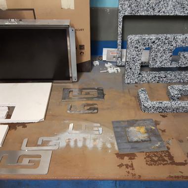 Alcuni lavori con vari spessori e materiali...  granito, gress, inox, ferro
