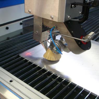Azzeramento pezzo con laser, vista testa IKC 5 assi con tastatore