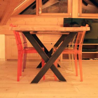 Tavolo in acciaio naturale e pino frassino olivato