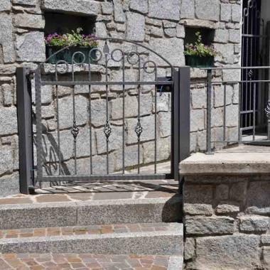Ringhiera e cancello in ferro battuto