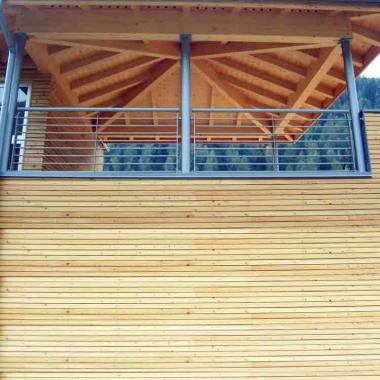 Ringhiera e struttura per tetto verniciati