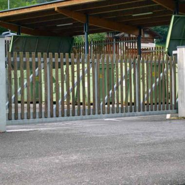 Cancello scorrevole motorizzato acciaio e legno
